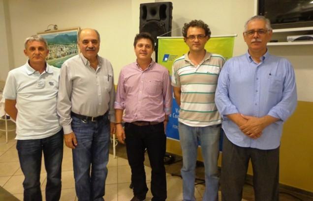 Diretores da CDL de Itapema e palestrante do evento.